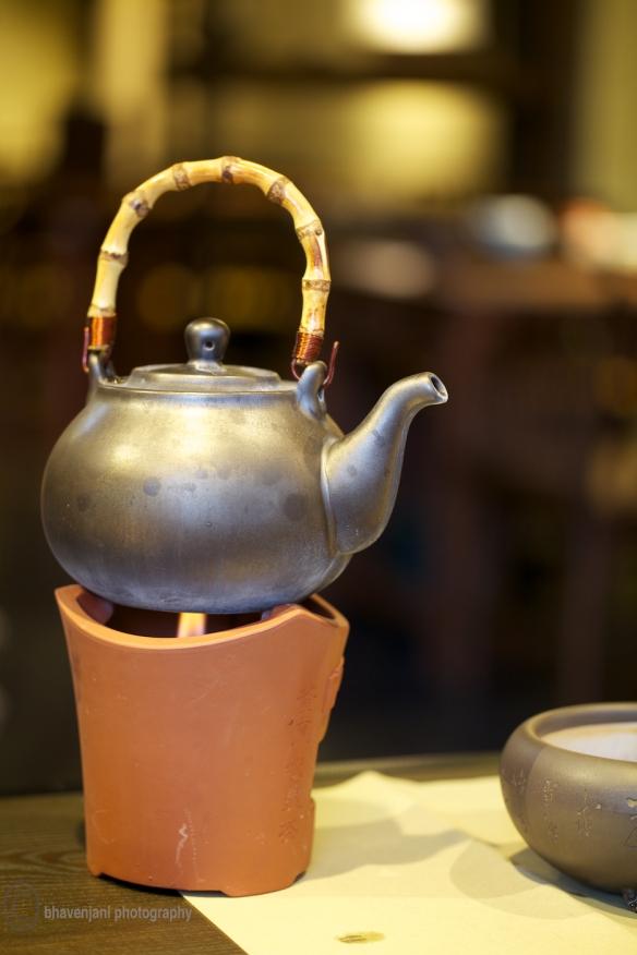 Heating a tea pot on an earthenware