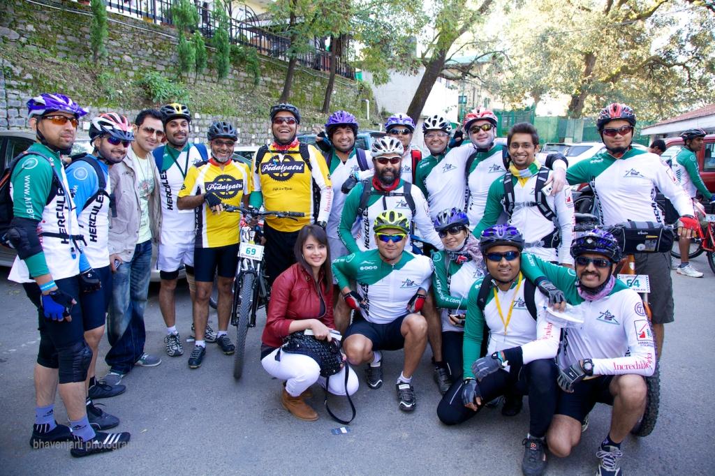 Ek team photo toe banata hi hai, esp with Preeti, (MTB Himalaya event)
