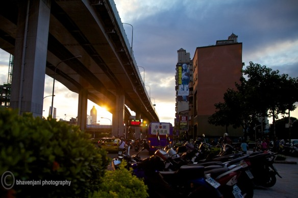 A sunset infront of the Guanghua electronics market in Taiepei