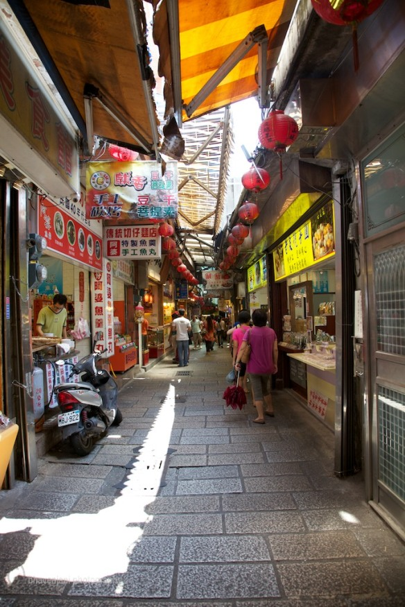 Narrow shopping alleys, a shoppers paradise