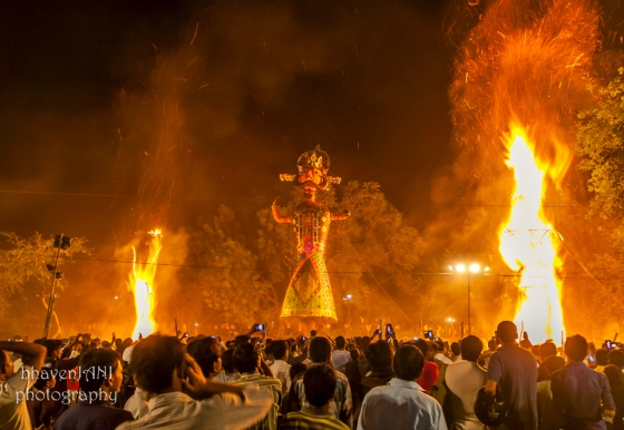 Ravana watches as his comrades in crime, Meghnad and Kumbhakarna go down in fire
